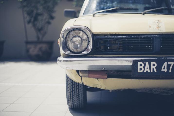 走行距離10万kmを超えた古い車